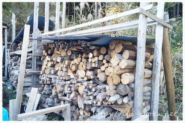 手作りの薪棚